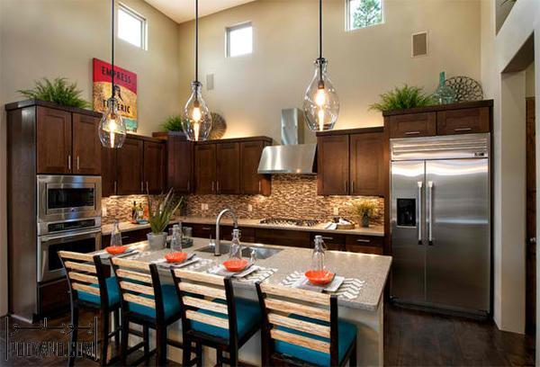 تزئین و دکور بالای کابینت آشپزخانه ؛ چطور فضای خالی بالای کابینت آشپزخانه را تزئین کنید