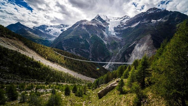 طراحی معماری طولانی ترین پل عابر معلق جهان ، روی دره ای در سوئیس