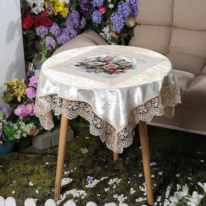 انواع رومیزی برای چیدمان میزهای منزل شما: چی رو با چه سبکی ست کنیم؟