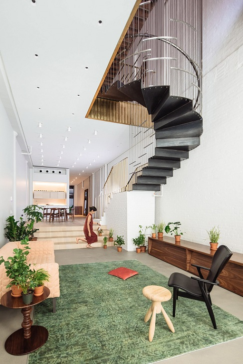 ادغام دو آپارتمان از طریق پلکانی با طراحی منحصربفرد / طراحی داخلی Dash Marshal