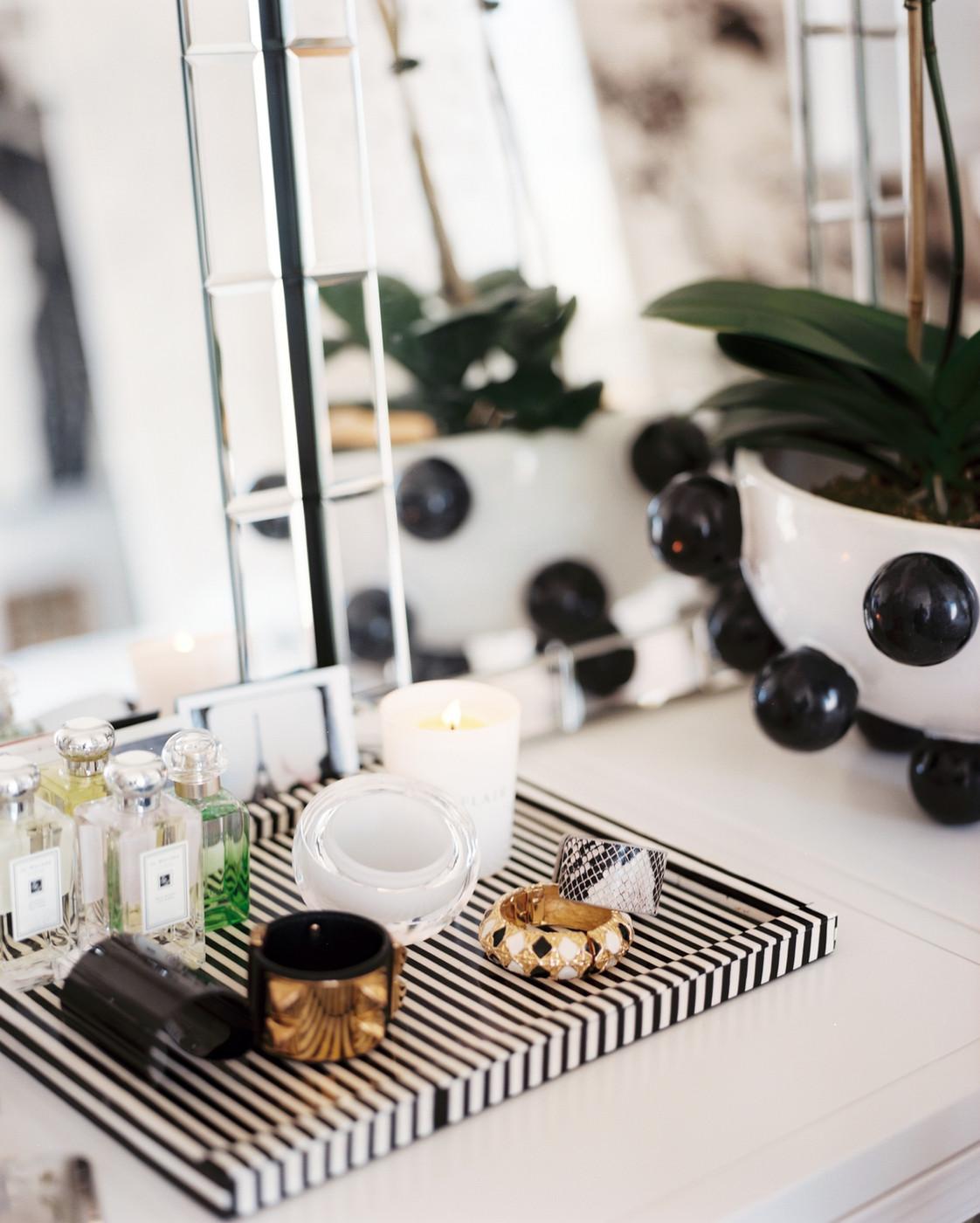 تزئین میز آرایش در دکوراسیون اتاق خواب با روش های ساده اما تاثیرگذار