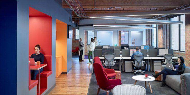 طراحی دفتر کار Slack در تورنتو با غرفهها، مبلمان و ریسمانهای رنگارنگ/ Dubbeldam