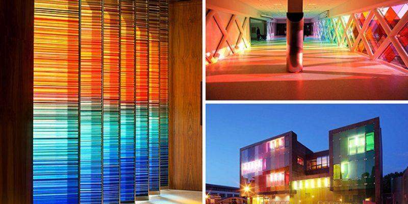 ۱۰ نمونه استفاده از شیشه رنگی در معماری و طراحی داخلی مدرن ساختمان
