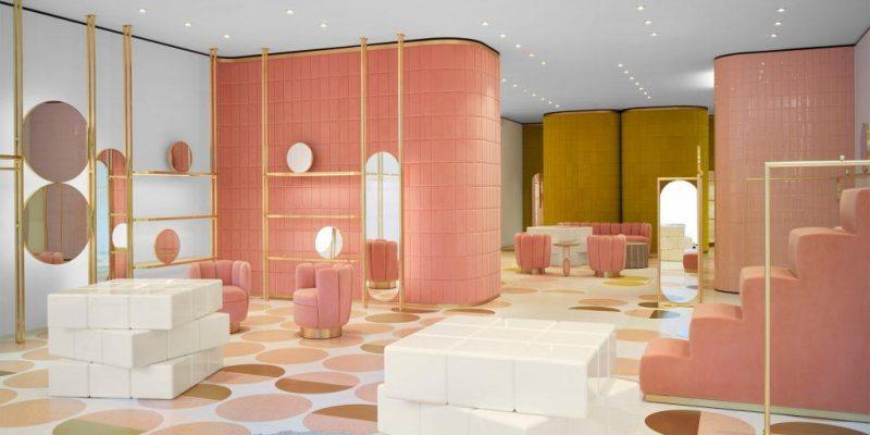 رنگ صورتی و زرد مخملی برای مغازه RED Valentino در لندن توسط دیزاینر India Mahdavi
