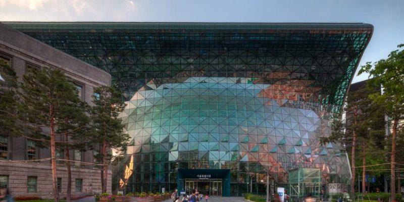 طراحی معماری تالار شهر ، بررسی دو نمونه