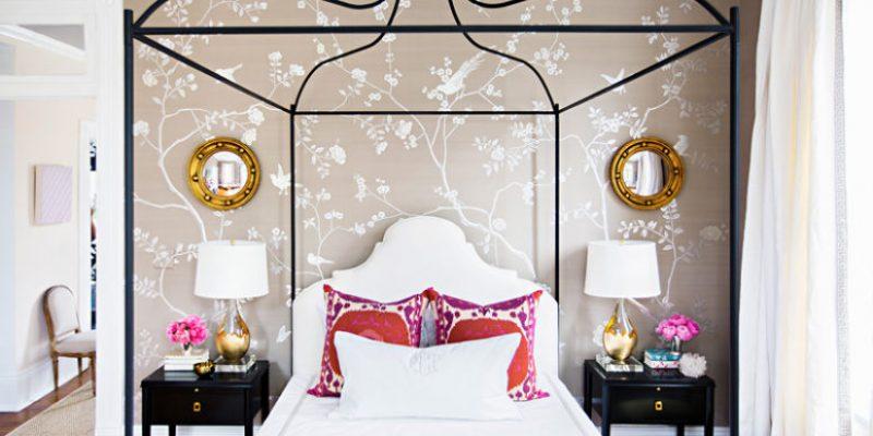 اتاق خواب دخترانه با کاغذ دیواری ابریشمی و فضایی محسورکننده