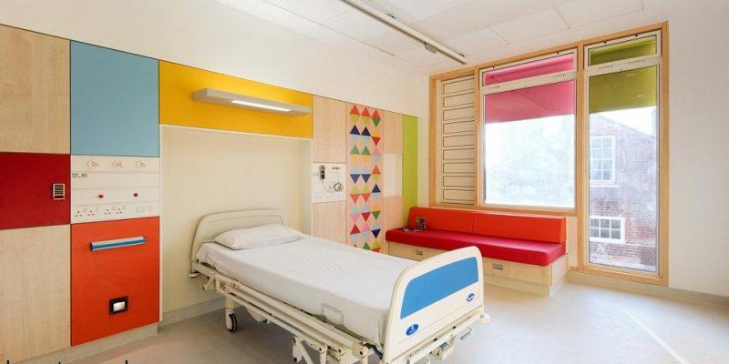 طراحی داخلی بیمارستان کودکان Sheffield با رنگ و نور توسط دیزاینر Morag Myerscough