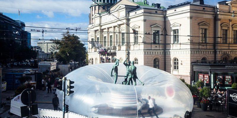 معماری سازه بادی در میدان شهری به مناسبت هفته طراحی Helsinki در آلمان