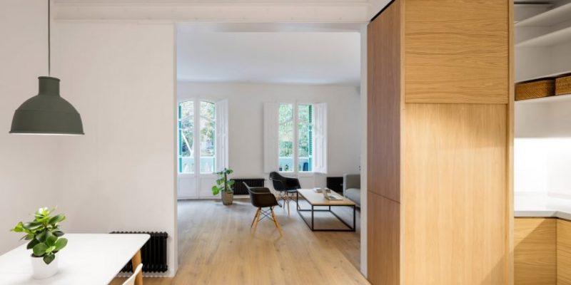 بازسازی داخلی آپارتمان کم نور در بارسلونا با هدف افزایش نفوذ نور