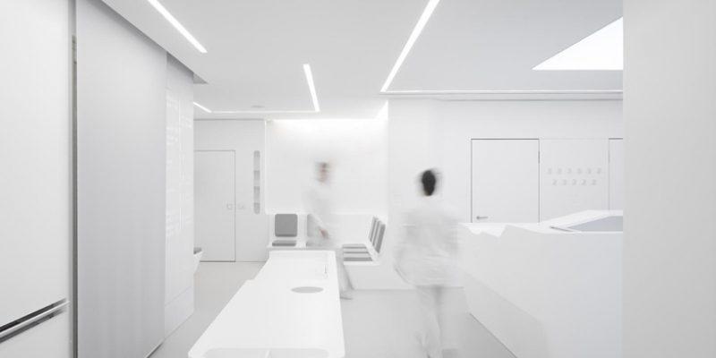 طراحی داخلی کلینیک تمام سفید : ۵ دلیل برای انتخاب این رنگ محبوب