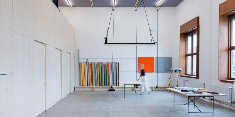 چوب صنوبر در طراحی داخلی استودیو دیزاینی برای Kvadrat Soft Cells / معماری Caruso St John