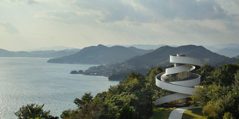 طراحی تالار عروسی Ribbon Chapel مهندس معمار Hiroshi Nakamura / پلکان مارپیچ در هم تنیده حول محور شیشه ای