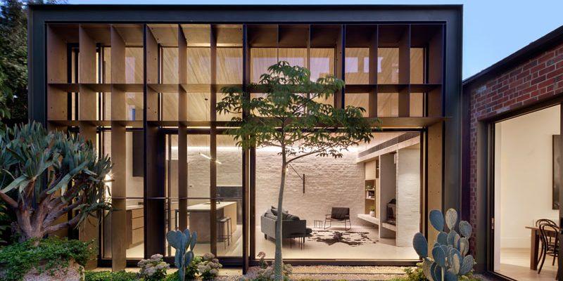 طراحی محوطه در باغ خانه بافل / معماری و طراحی داخلی Clare Cousins