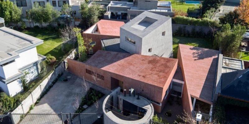 معماری و طراحی داخلی خانه ویلایی در میان حیاط / شرکت معماری Enrique Browne + Tomás Swett
