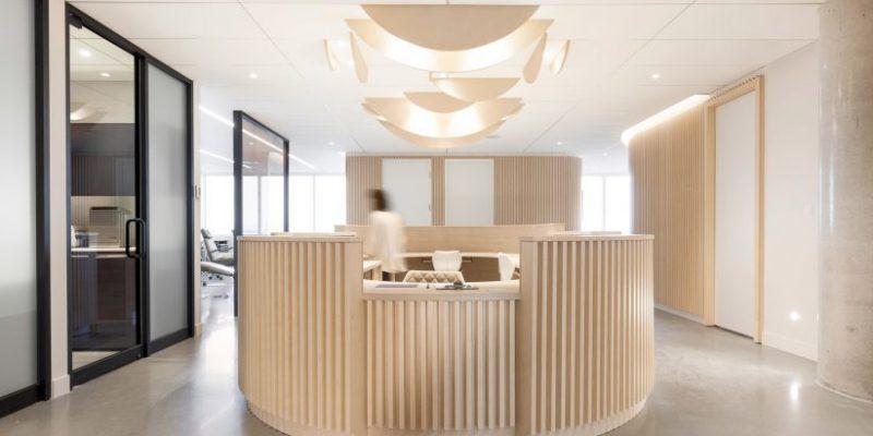 طراحی داخلی با چوب در دندانپزشکی برای تلطیف فضا، کبک، کانادا / Natasha Thorpe