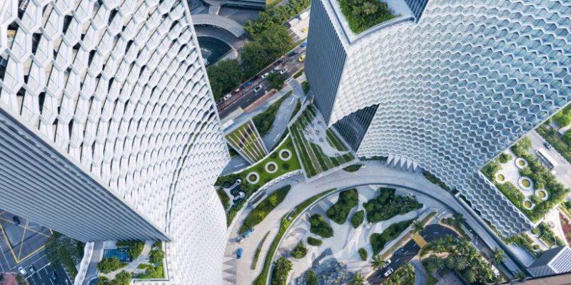 نمای لانه زنبوری در برج هایی حول فضای سبز شهری در سنگاپور / معماری Büro Ole Scheeren