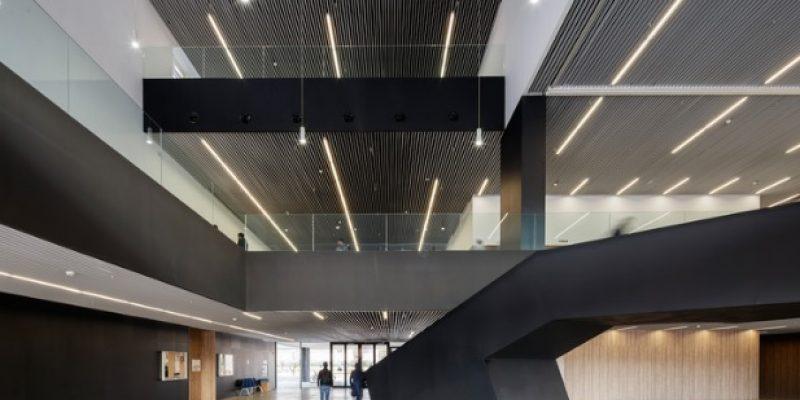 معماری و طراحی داخلی بلوک آموزشی دانشگاه Arenals آرنال  / Romera + Clavera + Mansilla