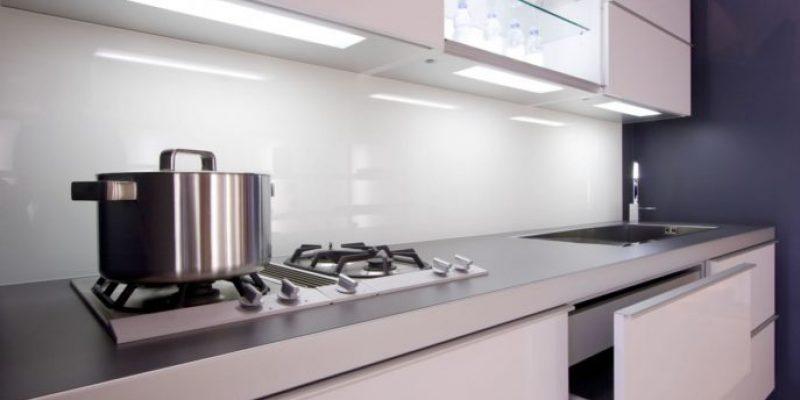 شیشه بین کابینتی : نمای براق آشپزخانه خاص شما