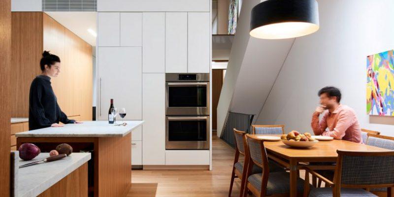 تغییر در پلکان در بازسازی خانه Switchback برای ارتباط بصری طبقات / Light And Air