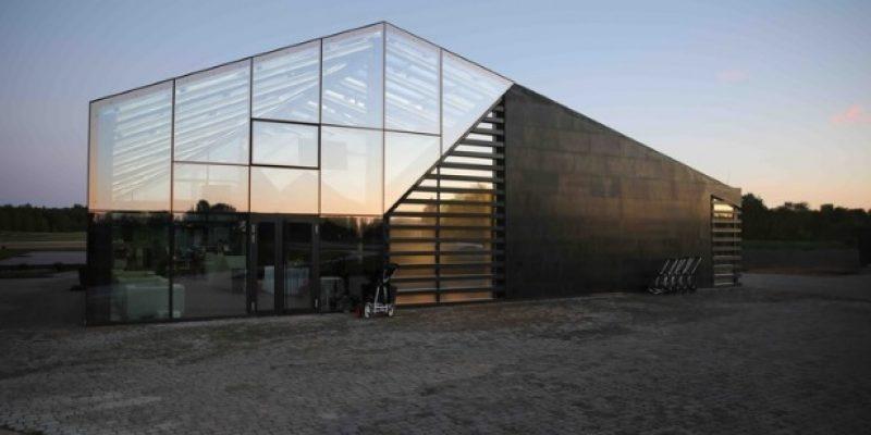 طراحی داخلی ساختمان باشگاه گلف دریاچه پترهوف / Arch Group