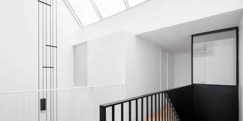 مزایای سقف بلند خانه : ۱۰ اتاق با ارتفاع دو برابر سقفشان نور و فضای فراوانی را برای فضای داخلی خانه تامین کردهاند