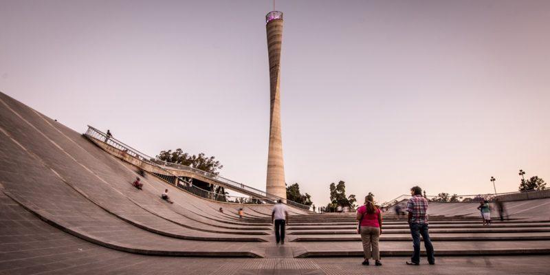 طراحی مرکز فرهنگی کوردوبا Cordoba با سقف مواج که مردم می توانند در سراسر آن راه بروند
