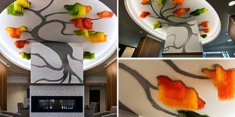 سازه هنری به شکل درخت در سقف خانه رنگ و بافت می بخشد