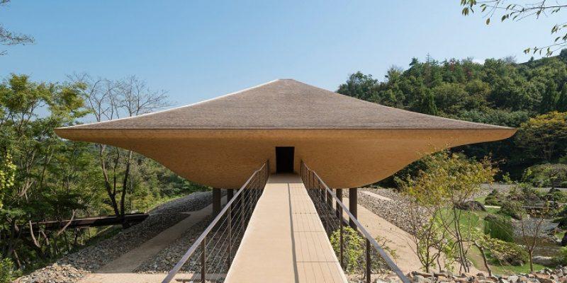 طراحی پاویونی شبیه به کشتی به عنوان یادبودی از مرگ های دریایی در فوکویاما / شرکت معماری Sandwich