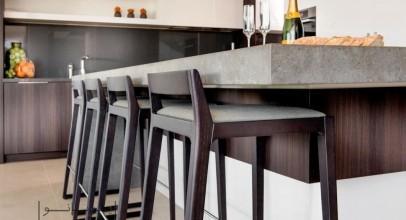 انواع صندلی بار برای کانتر آشپزخانه : وعده ها را مهمان جزیره شوید!