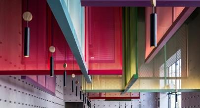 طراحی داخلی رستوران با صفحات رنگی ، الهام از بادبادکهای ژاپنی