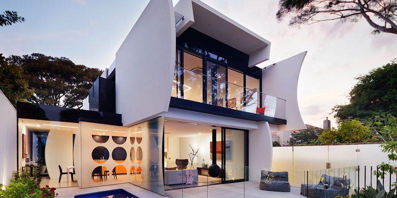 استفاده از اشکال هلالی شکل در معماری و طراحی داخلی خانه متعلق به یک معمار