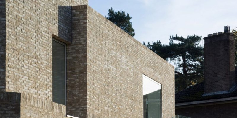 احجام هندسی آجری در طراحی خوابگاه مدرسه Stowe / معماری MICA
