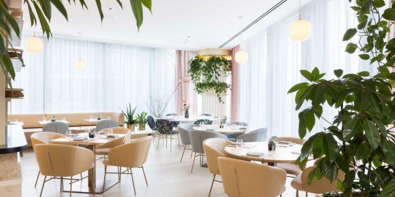 طراحی داخلی رستوران ها با ۱۰ فضای داخلی مناسب فصل بهار