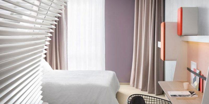 طراحی اتاق هتل اوکو و طراحی سرویس مخفی هتل در پشت دیوار پرده ای