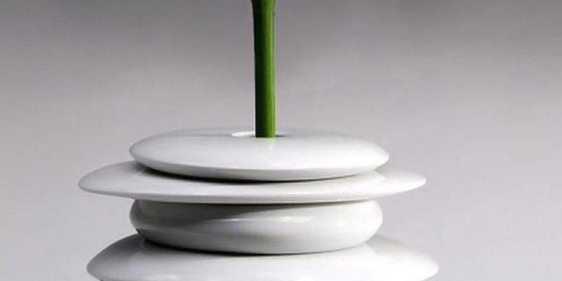 ۱۵ طراحی گلدان منحصربه فرد سفید رنگ برای استفاده در منزل به عنوان ویژگی تاکیدی ساده و مینیمال