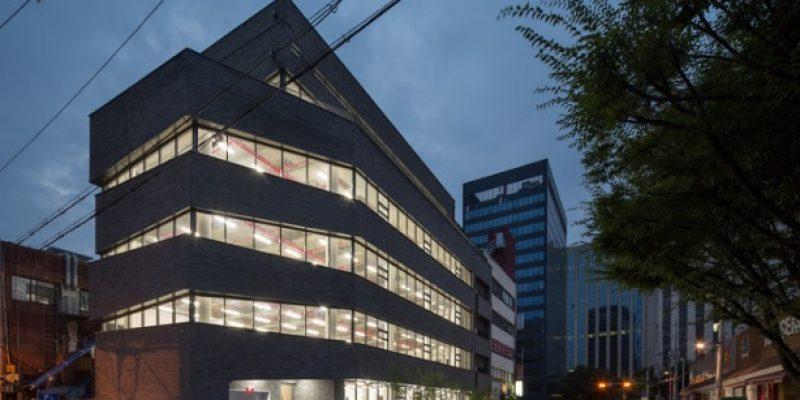 طراحی ورودی ساختمان اداری Thumbs up تامبز آپ / B.U.S Architecture