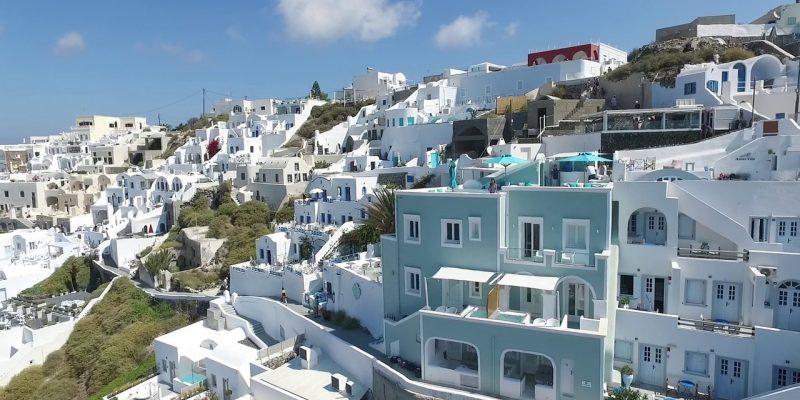 بازسازی هتل از خانه ای سه طبقه در جزایر زیبای سانتورینی یونان
