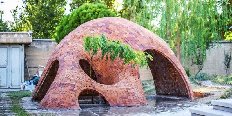 معماری و ساخت یک فرم آزادانه آجری توسط معمار های جوان ایرانی