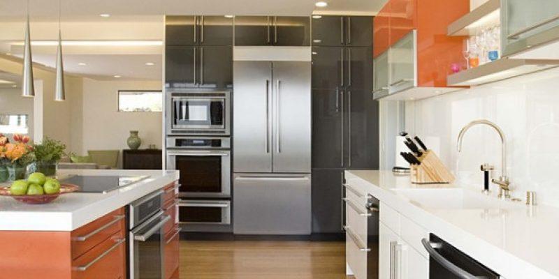 ۷ روش برای تطبیق و هماهنگی کابینت های آشپزخانه چند رنگ