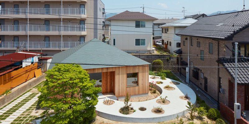 طراحی خانه روی مسیر دایره ای محوطه در Mukainada هیروشیما