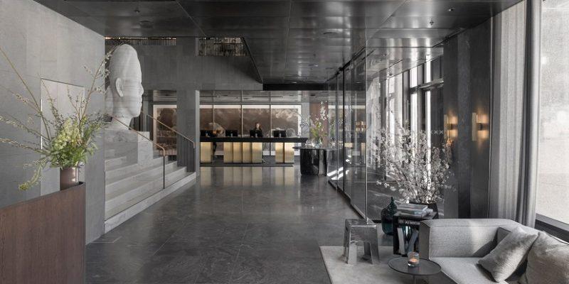 بازسازی و طراحی داخلی هتل در داخل ساختمانی به سبک بروتالیسم در استکهلم /  معماری Universal