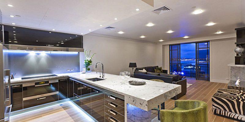 ۱۲ آشپزخانه با نورپردازی لامپ نئون