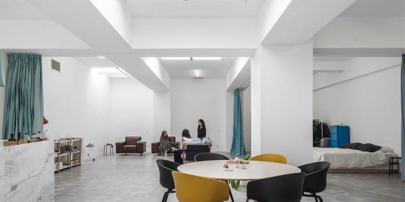۱۰ خانه با طراحی و اجرای پنجره سقفی برای تامین روشنایی فضاهای داخلی