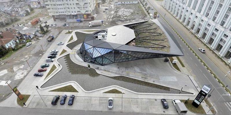 طراحی معماری جایگاه سوخت + مک دونالد