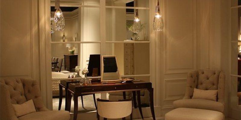 ۸ ترفند طراحی دکوراسیون برای روشن کردن اتاق تاریک