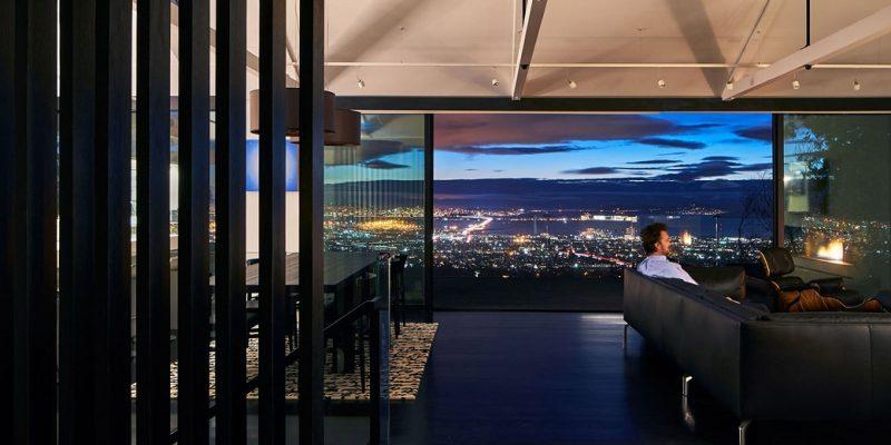 بازسازی خانه ای در دامنه کوه برای طراحی دید منظر بهتر خلیج سان فرانسیسکو / شرکت معماری Axelrod
