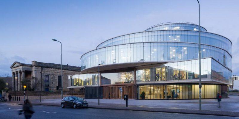 معماری دانشکده علوم سیاسی بلاواتنیک