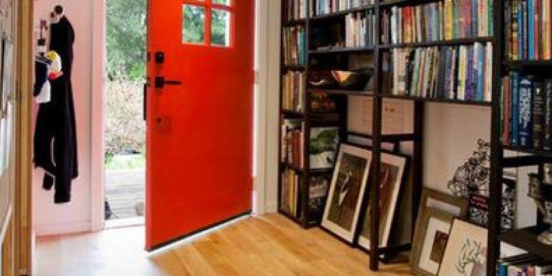 آیا بخش داخلی درب ورودی منزلتان می تواند رنگی تازه بگیرد؟