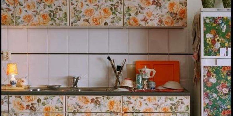 کاغذ دیواری برچسب دار برای دکوراسیون آشپزخانه و سرویس