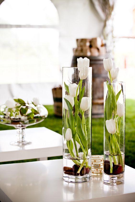 گلدان های بلوری همیشه جایگاه خودشان را به عنوان تعریفی از گلدان در دیزاین داخلی
